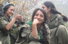 Combatientes kurdas contra el EI