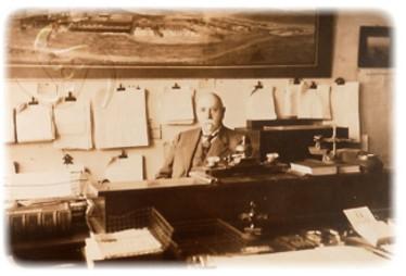 Humberstone en su oficina de Agua Santa